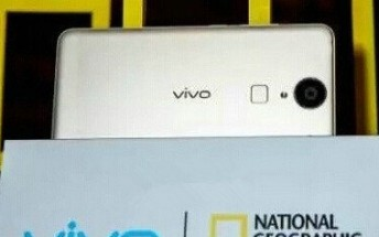 Another fingerprint-laden vivo spotted, likely the Xshot 3