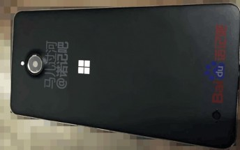Mysterious Lumia spotted in live photos, could it be the Lumia 850?