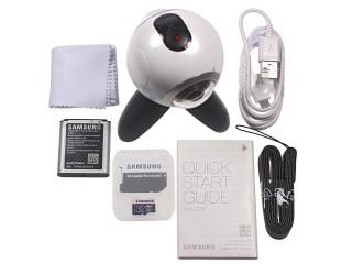 The accessories: Tripod, strap, 32GB microSD card - Samsung Gear 360 hands-on