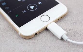 Apple Lightning EarPods shown off on video