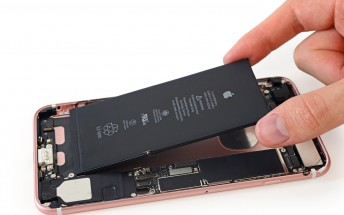 iPhone 7 Plus teardown shows 2900mAh battery
