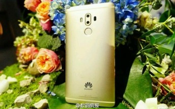 Huawei Mate 9 allegedly spotted in the wild in gold attire