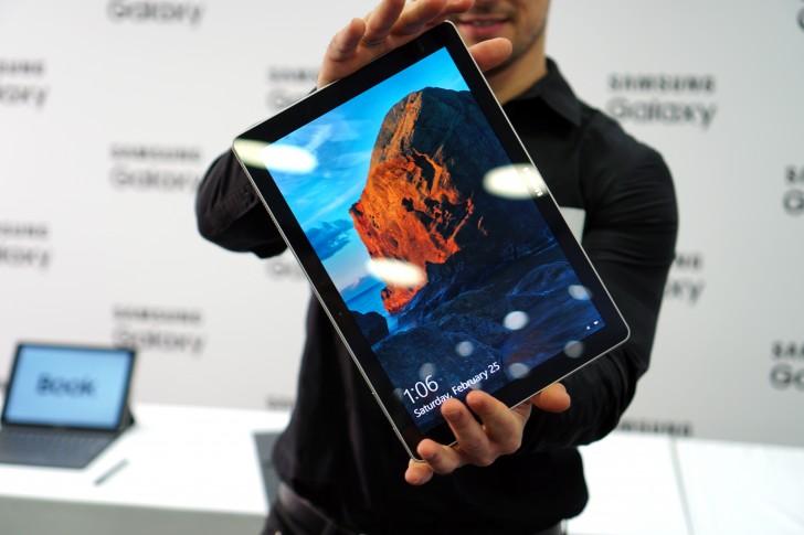 اخبار 17 02 دست در دست بررسی Galaxy Galaxy Samsung