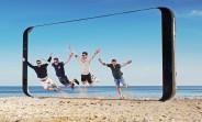Giant Samsung Galaxy S8 sculptures pop up in UK