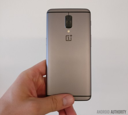 Alleged photo of a OnePlus 5 prototype (non-final)