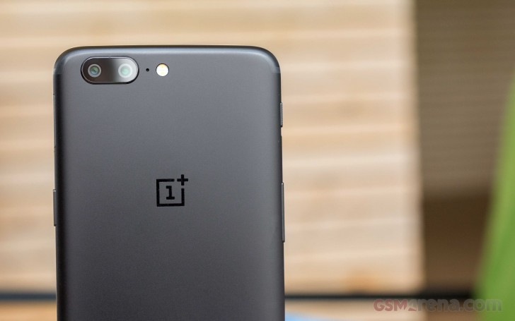 Deal: OnePlus 5 comes with free Bullets V2 headphones