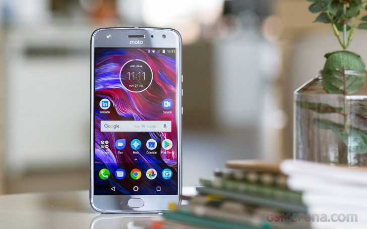 Retail Moto X4 starts receiving Oreo update in the US