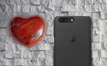 Teaser for Sandstone OnePlus 5T lists loving quotes from fans