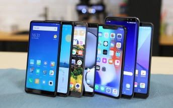 Samsung stays on top with 317M shipments in 2017