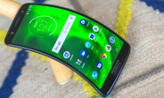 Motorola granted patent for foldable smartphone with heating hinge
