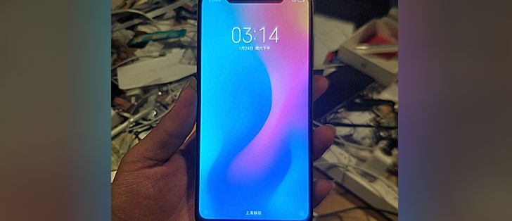 Xiaomi Mi 7 leaks in live photos and of course it has a