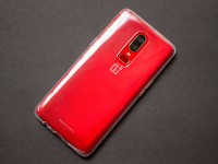 OnePlus 6 Red comes with two exclusive wallpapers