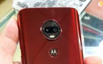 Mysterious Moto with waterdrop notch leaks in live images