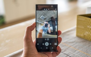The dual selfie cam with OIS from the Xperia XA2 Ultra is MIA