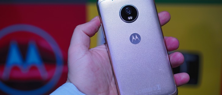 Moto G5 and G5 Plus finally start receiving Android Oreo