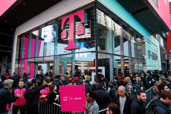 Lines for the OnePlus 6T were longer than the ones for the iPhones, says T-Mobile