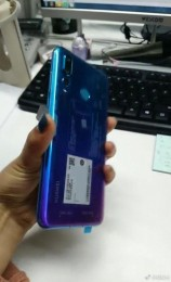 Huawei nova 4 photographed in the wild