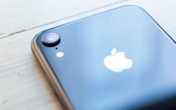 Report: iPhone XR made up 32% of iPhone sales in its first month