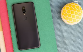Overall smartphone market is in decline, but the premium segment goes up