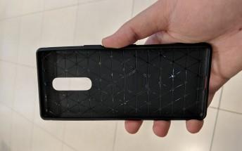 Sony Xperia XZ4 case compared to the size of an Xperia XZ Premium