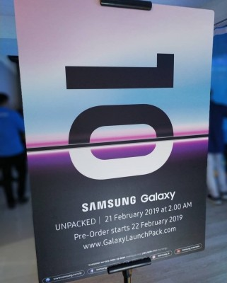 Poster announces the Samsung Galaxy S10 pre-order date