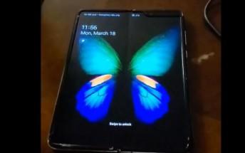 Working Samsung Galaxy Fold handled on video