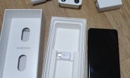 Samsung Galaxy S10 5G box shows new fast charger