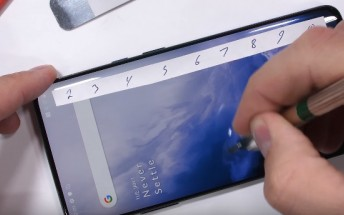 OnePlus 7 Pro aces scratch and bend test, doesn't get screen damage from an open flame