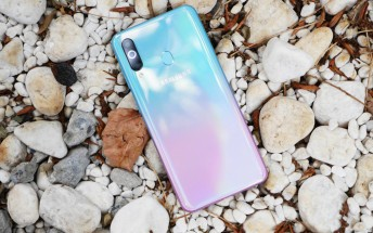 Samsung Galaxy A60 in new Peach Sea Salt color hits China