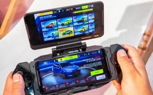 TwinView Dock II: with the phone an Kunai controllers