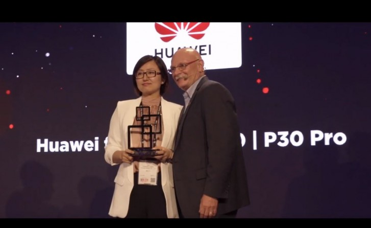 Huawei P30 and P30 Pro share Best Smartphone 2019 award at MWC Shanghai