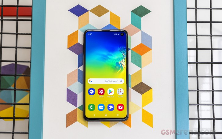 Deal: Sprint offers the Galaxy S10e for just $10 per month ($240 total)