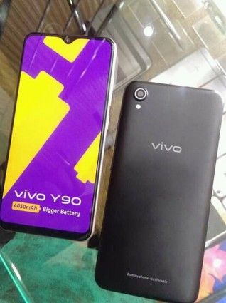 vivo Y90 in Gold and Black