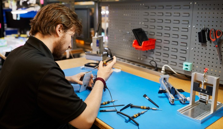 Apple will finally let you repair your out-of-warranty iPhone at independent shops