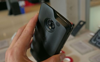 5G Moto Mod updated with support for Z2 Force and reverse charging
