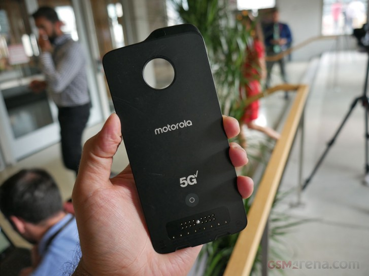 Moto's 5G Mod is now compatible with the two-year-old Z2 Force