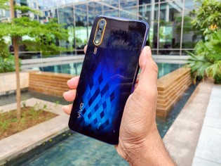 vivo S1 in Diamond Black color