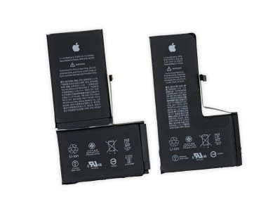 "iPhone XS Max (left) and iPhone XS (right) batteries (<a href=""https://www.ifixit.com/Teardown/iPhone+XS+and+XS+Max+Teardown/113021"" target=""_blank"" rel=""noopener noreferrer"">image source</a>)"