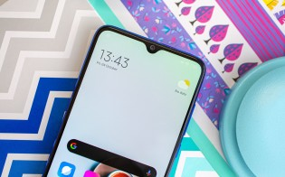 Xiaomi Mi 9 Lite's AMOLED screen