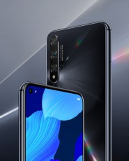 Huawei nova 5T in Crush Blue, Dark Black and Midsummer Purple