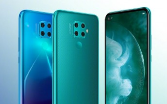 Huawei nova 5z appears in an official image with key specs