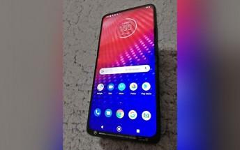 Motorola fan page posts unreleased Moto phone with pop-up selfie camera
