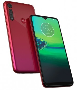 Moto G8 Play (left) and Moto G8 Plus (right)
