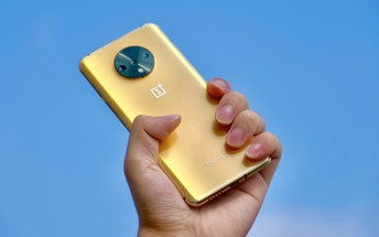 Unreleased OnePlus 7T in Gold shown by designer