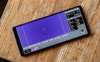 First Xperia 3 images suggest a curved back and a flat front panel