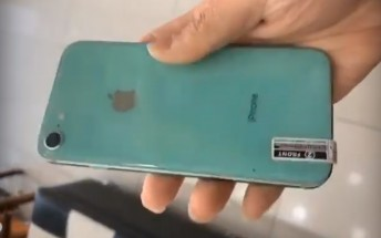 Alleged iPhone 9 handled on video, showing an old school design