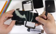 Motorola Razr 2019 teardown video shows a very different hinge