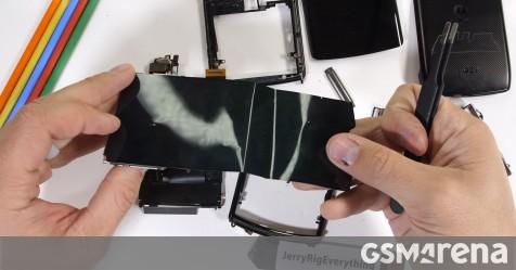 Motorola Razr 2019 teardown video shows a very different hinge - GSMArena.com news - GSMArena.com