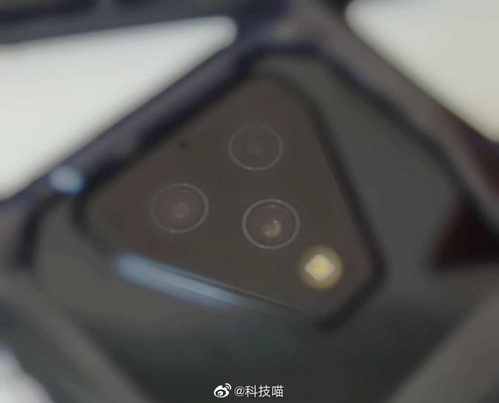 Xiaomi Black Shark 3 triple main camera shines through in a new drawing and a live photo