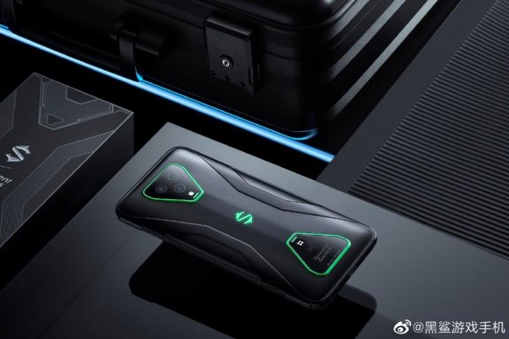 90Hz OLED'ler ve manyetik şarj ile Black Shark 3 ve 3 Pro'nun tanıtımı